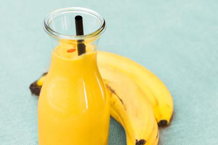 licuado de platano: banana smoothie with banana