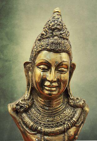 cabeza de buda: Estatua de Buda de bronce de la pista Foto de archivo