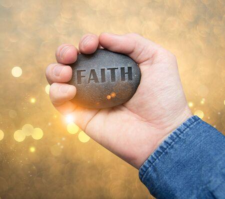 geloof steen in de hand