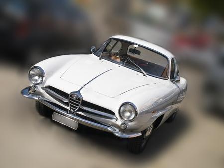 oude witte Alfa Romeo op de straat