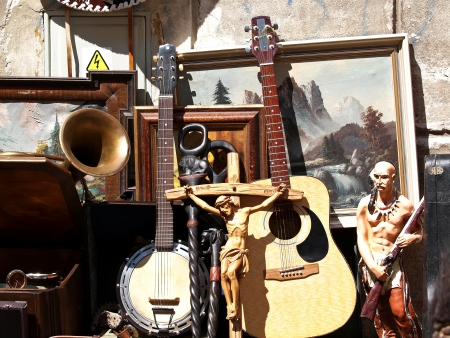 tr�delmarkt: Antiquit�tenmarkt auf der Portobello Road in London Lizenzfreie Bilder