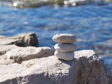 stenen en rotsen op het strand