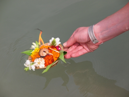 arangement of flowers and candle on the ganges river        Stock Photo