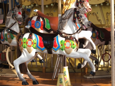 houten paarden op oude carrousel