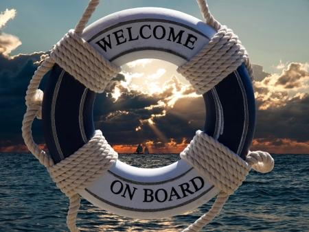 bekijken op de zeilschepen in zonsondergang door blauwe veilige riem met welkom aan boord van teken