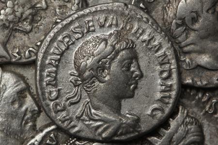 roman denarius, silver currency Imagens - 86179089
