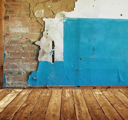 오래 된 페인트 벽돌 벽 abaddoned 방