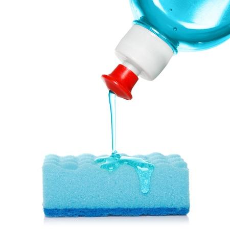 lavaplatos: una esponja con jabón para los platos Foto de archivo