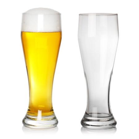 전체 및 빈 맥주 유리