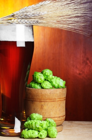 beer with hop and wheat still-life Stock Photo - 12934126