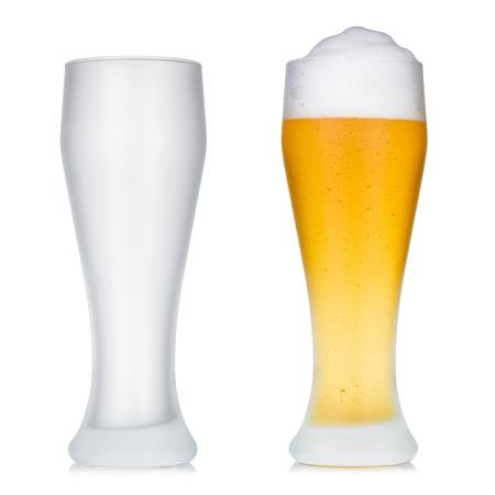 빈 및 전체 맥주 유리