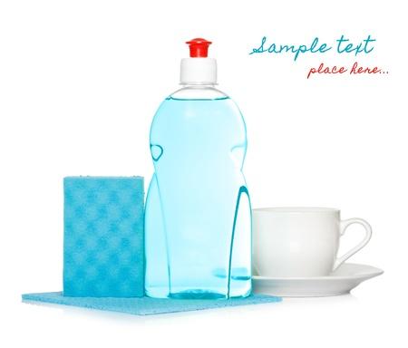 lavar platos: líquido para lavar con agua limpia y una esponja taza Foto de archivo