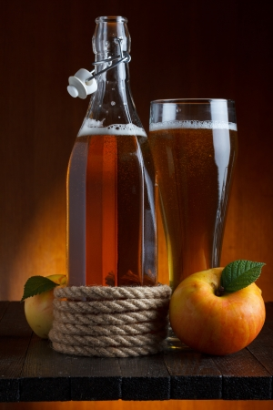 apple cider glass and bottle with apples still life Imagens