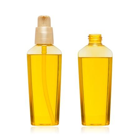 plastico pet: Botella de aceite cosmético aislado en fondo blanco