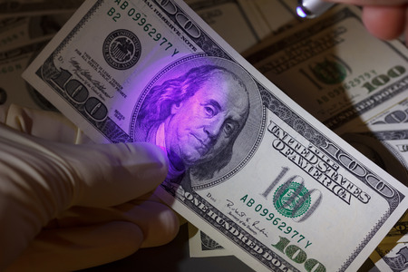 authenticity: Dollar bill in uv light, fraud check