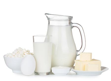 dairy: Productos lácteos orgánicos aislados en el fondo blanco