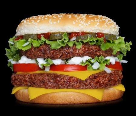 Grote hamburger geïsoleerd op een zwarte achtergrond Stockfoto