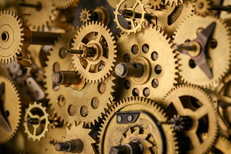 Macro de engranajes y engranajes en mecanismo antiguo vintage
