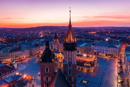 Basilica at Krakow old town city square at twilight drone view Imagens