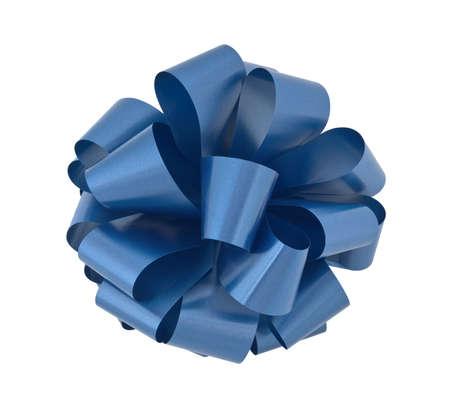 lazo regalo: Gran arco de cinta azul sobre fondo blanco, aislados con saturaci�n camino