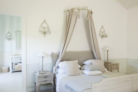 hotel bedroom: Bed with canopy in luxury bedroom
