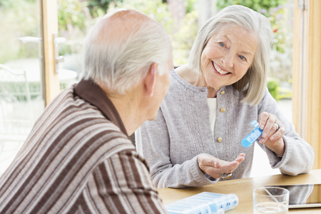 Caucasian couple organizing pills LANG_EVOIMAGES
