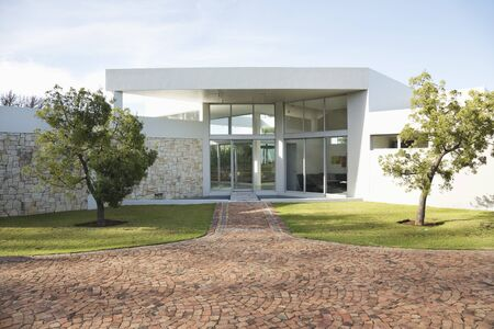 no entrance: Stone walkway to modern house LANG_EVOIMAGES