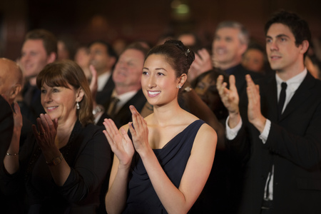 ovation: Clapping theater audience LANG_EVOIMAGES