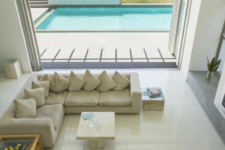 sectional door: Sunny modern living room