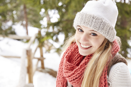 looking away from camera: Woman smiling in the snow LANG_EVOIMAGES