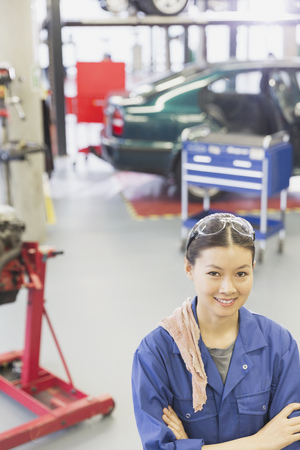 vocational high school: Portrait confident mechanic with arms crossed in auto repair shop