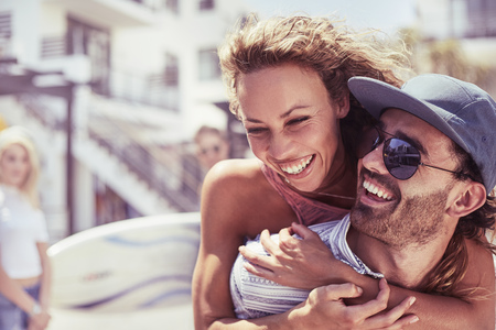 smile close up: Enthusiastic young couple hugging