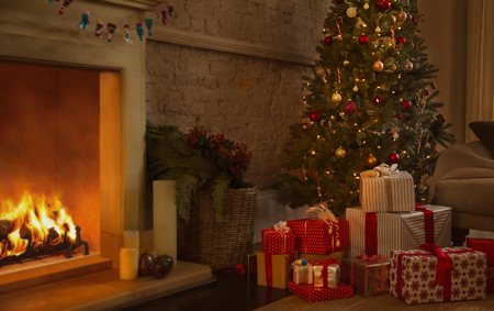 Christmas tree and gifts near fireplace in living room LANG_EVOIMAGES