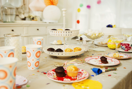 still lifes: Cupcakes and decorations on birthday party table LANG_EVOIMAGES