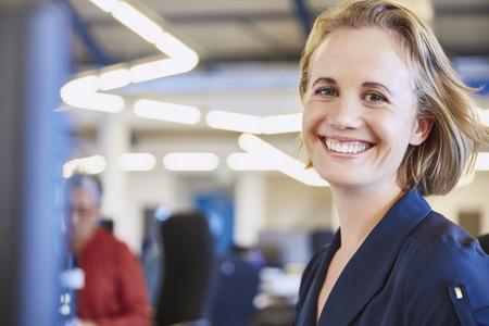 successfulness: Portrait smiling businesswoman