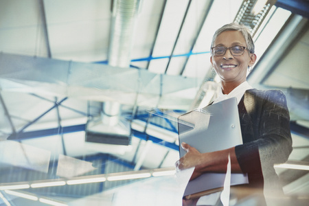 successfulness: Portrait confident businesswoman