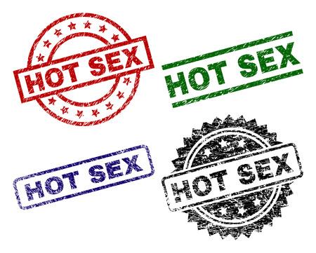 HOT SEX Siegeldrucke mit korrodierter Textur. Schwarze, grüne, rote, blaue Vektorgummidrucke des HOT SEX-Titels mit korrodierter Textur. Gummidichtungen mit runden, rechteckigen Medaillenformen.