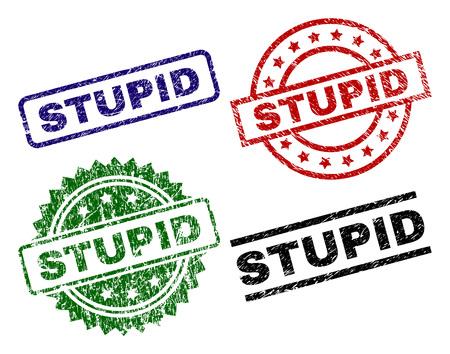 Timbres de sceau STUPIDE avec surface endommagée Impressions en caoutchouc de vecteur noir, vert, rouge, bleu de l'étiquette STUPIDE avec surface grunge. Joints en caoutchouc de forme ronde, rectangulaire, médaillon. Vecteurs