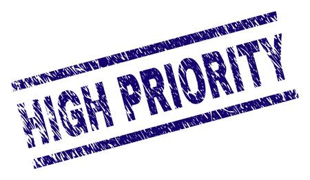 Nadruk z pieczęcią o wysokim priorytecie w stylu niepokoju. Niebieski wektor gumowy nadruk z tekstem o wysokim priorytecie z porysowaną teksturą. Etykieta tekstowa jest umieszczana pomiędzy równoległymi liniami.