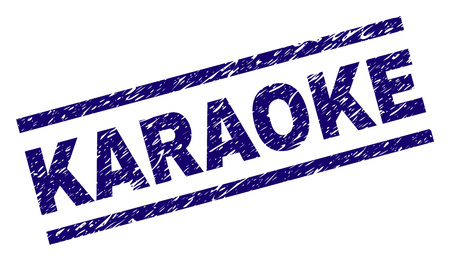 KARAOKE-Siegeldruck mit Scratch-Style. Blauer Vektorgummidruck von KARAOKE-Text mit schmutziger Textur. Die Textbeschriftung wird zwischen parallelen Linien platziert.