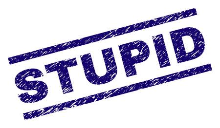 STOMME zegeldruk met grungestijl. Blauwe vectorrubberdruk van STUPID-tag met gekraste textuur. Tekstlabel wordt tussen parallelle lijnen geplaatst.