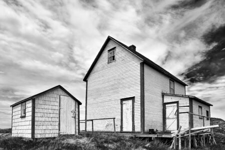 An old abandoned house a nd shed on Change Islands, Newfoundland. Banque d'images - 132947041