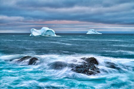 Two icebergs grounded off the coast of Newfoundland. Banque d'images - 132971119