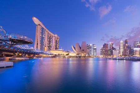 싱가포르 마리나 베이 도시의 스카이 라인. 스톡 콘텐츠