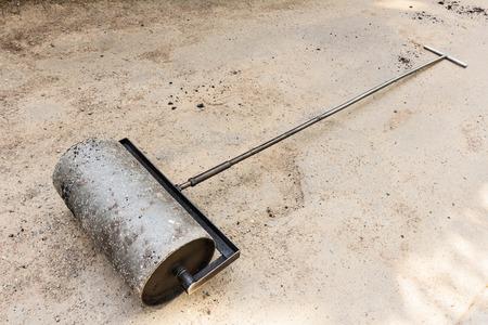 even: Heavy steel hand roller at asphalt