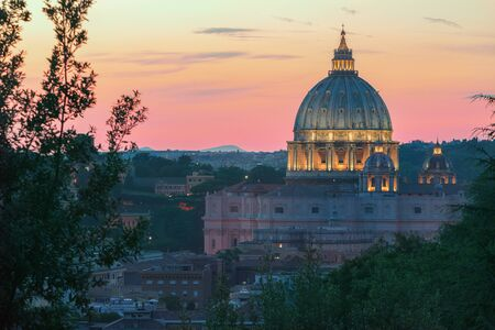 st  peter's basilica pope: Italian architectural masterpiece during pink summer sunset in Rome Stock Photo