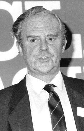 Londra, Inghilterra - 15 agosto 1989 - Bill Fox, Presidente della Lega calcio in Gran Bretagna si parla in una conferenza stampa. Editoriali
