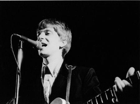 chris: Londres, Inglaterra - 4 de junio de 1978 - Chris Wilson, el guitarrista con el grupo de pop EE.UU. los Flamin 'Groovies realiza en el escenario.