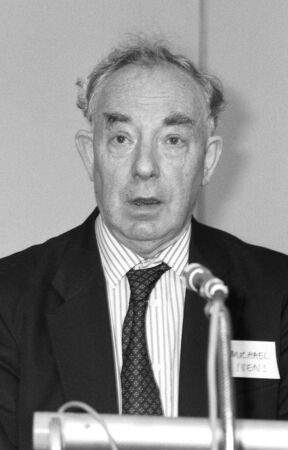 libertarian: London, England - July 1, 1991 - Michael Ivens, Director of British group Aims Of Industry, speaks at a conference.