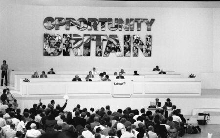 delegates: Brighton, England - 1 ottobre 1991 - la piattaforma e i delegati alla Conferenza del partito. Editoriali